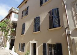 SAINT-TROPEZ I MAISON I 11 PIECES DONT 6 CHAMBRES I 360 m2 6.100.000 euros + TVA + 3 % de commission